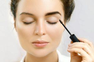 Bold eyebrows - makeup tips